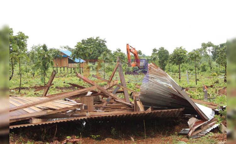 စံပရီးကျေးရွာအုပ်စုမှ တပ်စွန့်လွှတ်မြေပေါ်ရှိ အဆောက်အဦးများကို အင်အားသုံးဖြိုချ